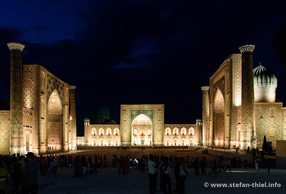 Registan, Samarkand. Links: Ulugbek-Madrasa - Mitte: Tilya-Kori-Madrasa - Rechts: Sher-Dor-Madrasa